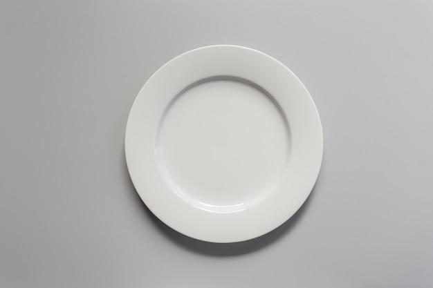 Placa de cerâmica branca vazia em branco