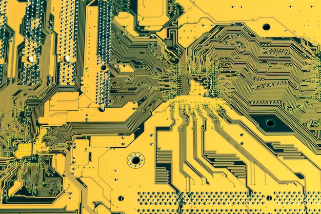 Placa de circuito amarela