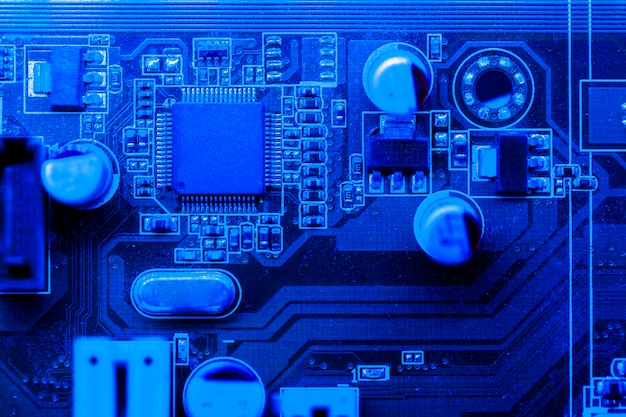 Placa de circuito com tema azul com chip