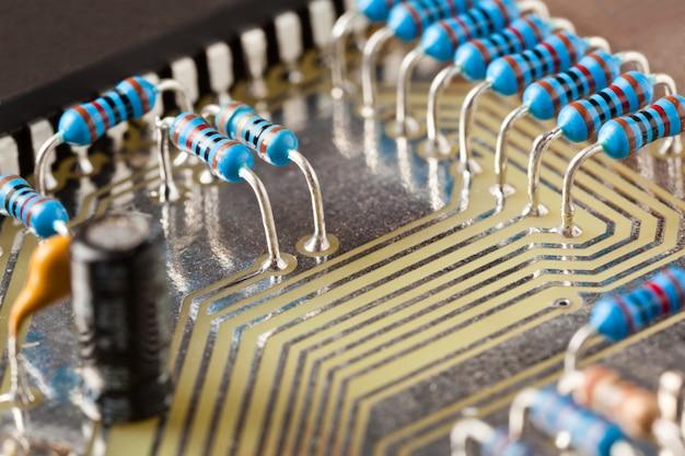 Placa de circuito eletrônico closeup com microcircuito