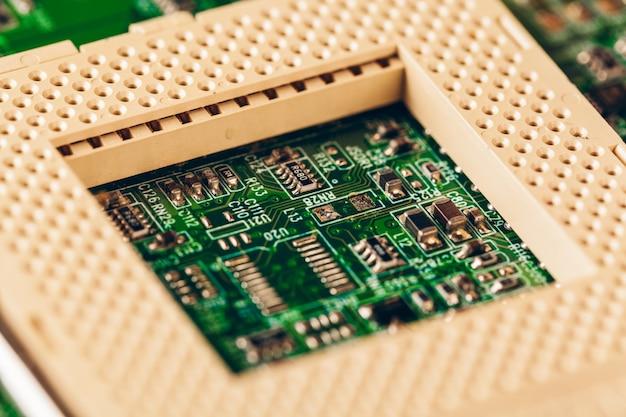 Placa de circuito eletrônico de computador com processador close-up