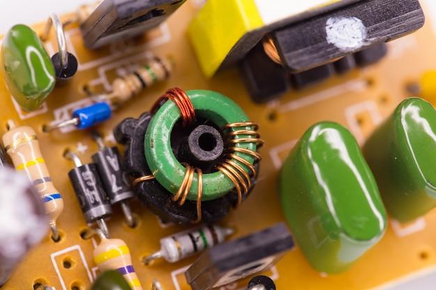 Placa de circuito eletrônico e fundo de componentes