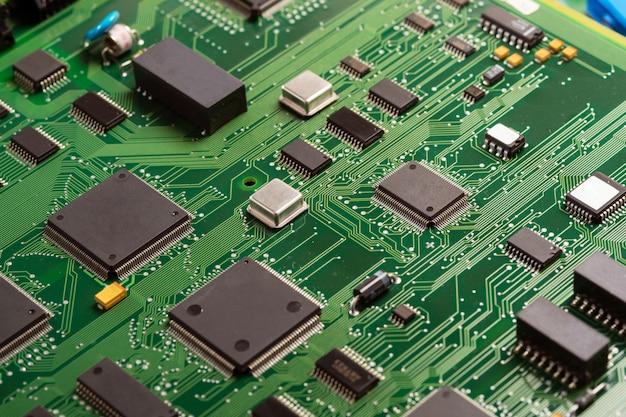 Placa de circuito. tecnologia de hardware de computador eletrônico. chip digital da placa-mãe. componente de engenharia da informação.