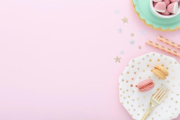 Placa de cópia-espaço com macarons