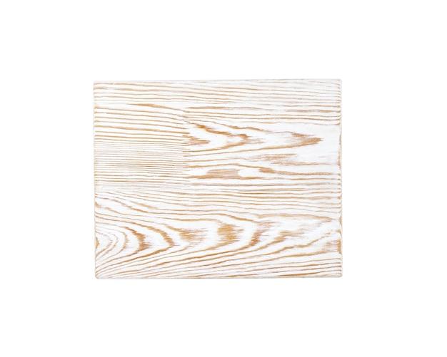 Placa de corte de madeira isolada no fundo branco com traçado de recorte