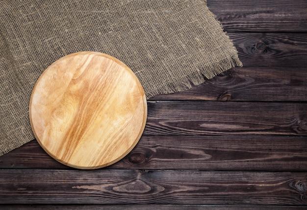 Placa de corte na mesa de madeira