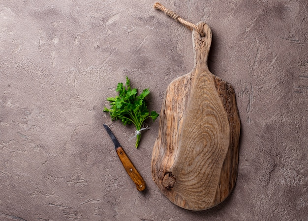 Placa de corte rústica de madeira vazia