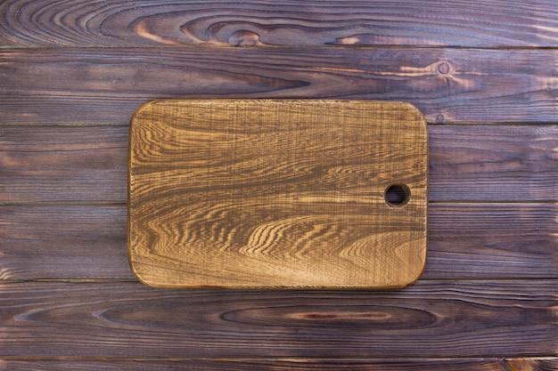 Placa de corte vintage com espaço para texto na velha de madeira