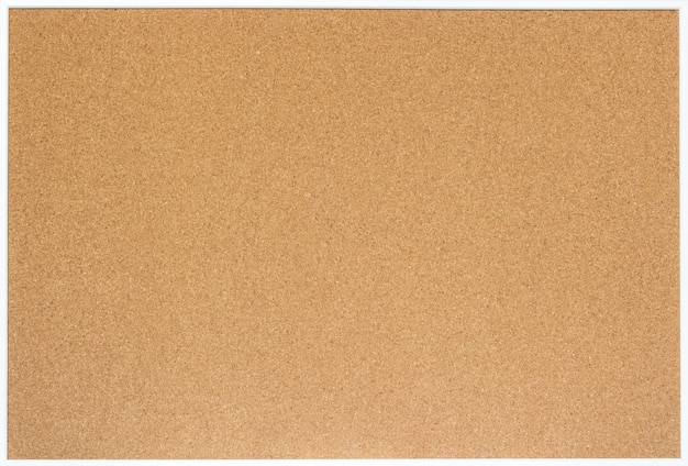 Placa de cortiça em branco com moldura de madeira branca, isolada