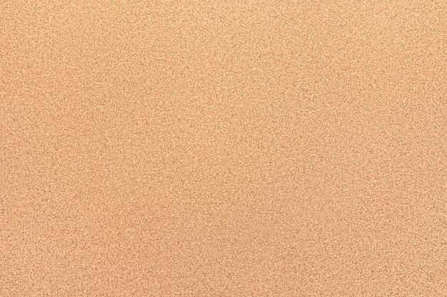 Placa de cortiça texturizada vazia para anotações na parede do escritório.