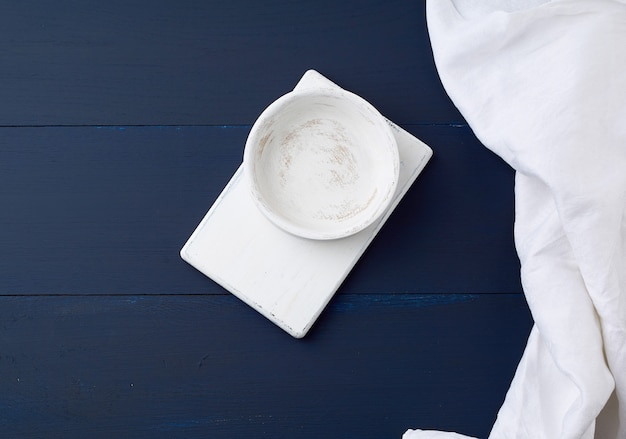 Placa de cozinha retangular branca e placa redonda vazia