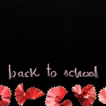 Placa de giz com texto de volta à escola
