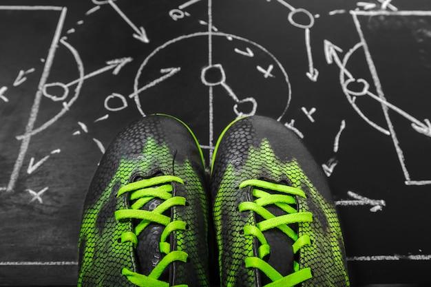Placa de giz de plano de futebol com tática de formação
