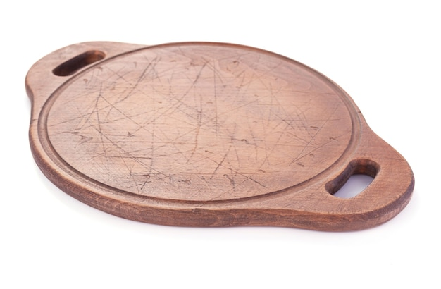 Placa de madeira de corte de pizza ou bandeja isolada no fundo branco