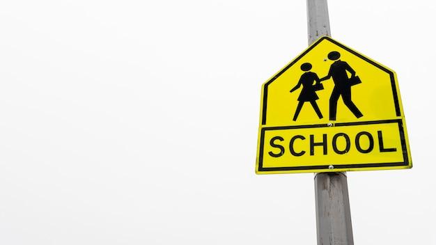 Placa de rua da escola com espaço de cópia