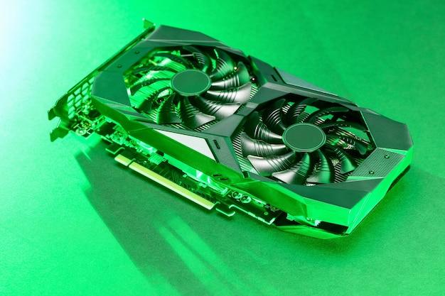 Placa de vídeo gráfica com luz de fundo verde sobre fundo verde