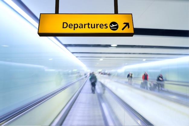 Placa de voo, chegada e partida no aeroporto