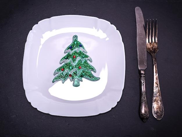 Placa quadrada branca com decorações de natal