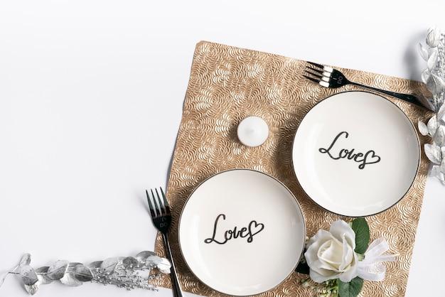 Placas de casamento vista superior com fundo branco