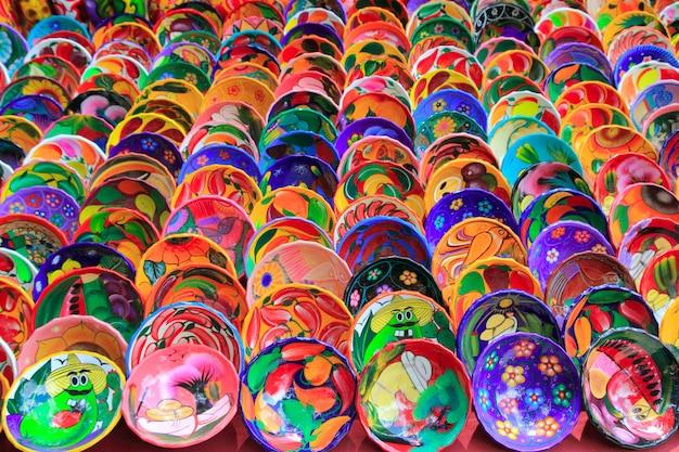 Placas de cerâmica de barro do méxico colorido