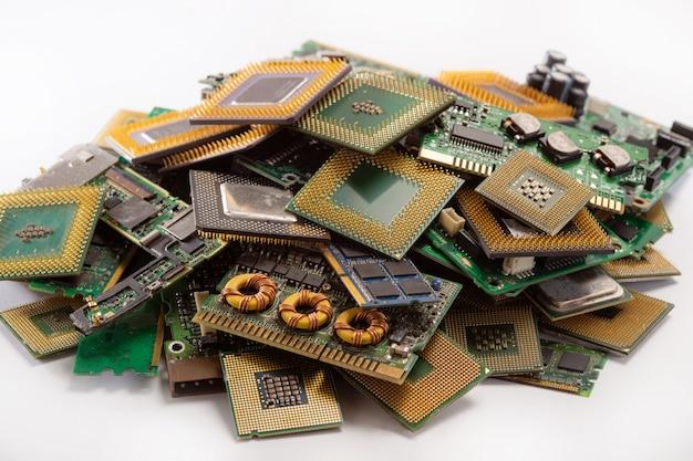 Placas de circuito de computador antigo da indústria de reciclagem