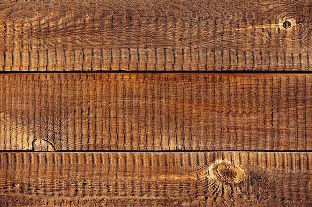 Placas de madeira horizontais na luz solar. textura de madeira
