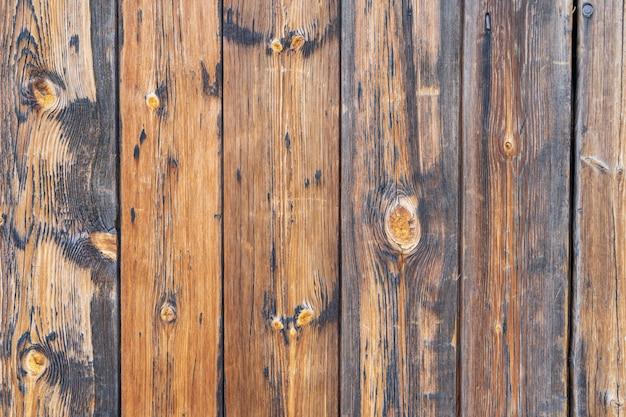 Placas marrons rachadas pintadas velhas, vista superior. textura de madeira.