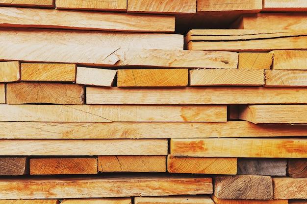 Placas serradas e dobradas, placas de construção, fundo de madeira serrada em tela cheia
