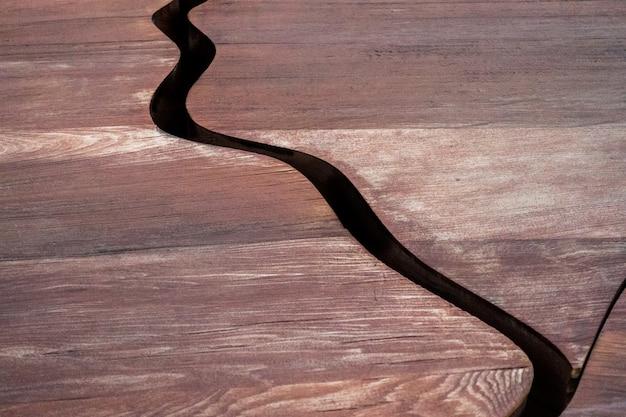 Placas tectônicas de madeira da árvore kauru abstrata na expo em milão, itália