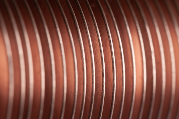 Placas trançadas de cobre planas de close-up na fábrica