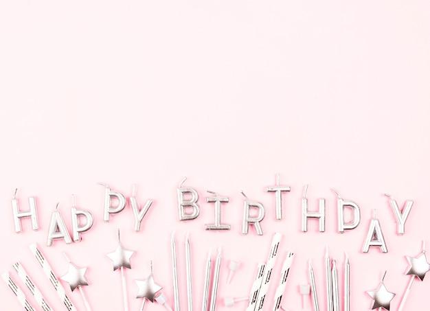 Plana velas de aniversário com cópia-espaço