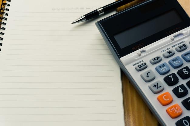 Planejamento de negócios, finanças e vários conceitos de impostos.