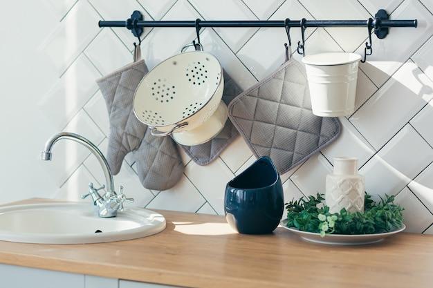 Plano aproximado de um balcão de cozinha moderno