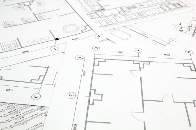 Plano arquitectónico. desenhos e plantas da casa de engenharia.