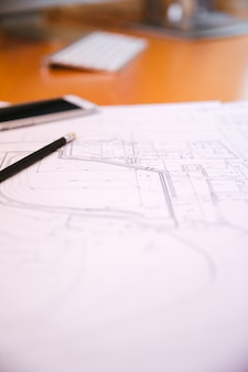 Plano arquitetônico na mesa