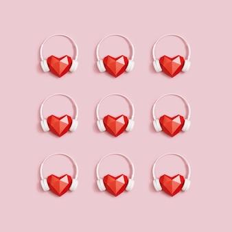 Plano criativo leigos com coração de papel vermelho em fones de ouvido brancos. conceito para festivais de música, estações de rádio, amantes da música.