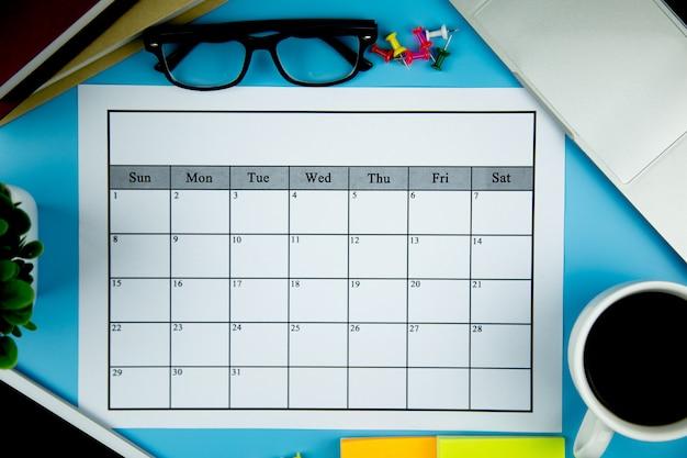 Plano de calendário fazendo negócios ou atividades mensalmente.