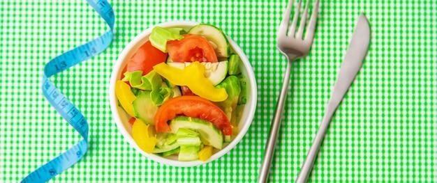Plano de dieta semanal. o conceito de nutrição adequada. foco seletivo. natureza.