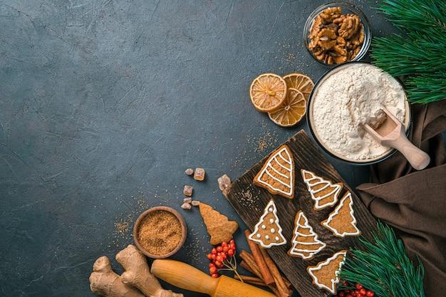 Plano de fundo culinário festivo com ingredientes de panificação em um fundo escuro