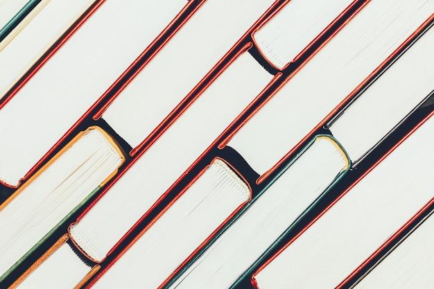 Plano de fundo da pilha de livros, vista superior das páginas de borda