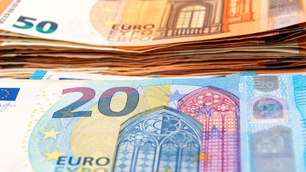 Plano de fundo das notas de euro, notas de euro como parte do sistema econômico e comercial, close-up