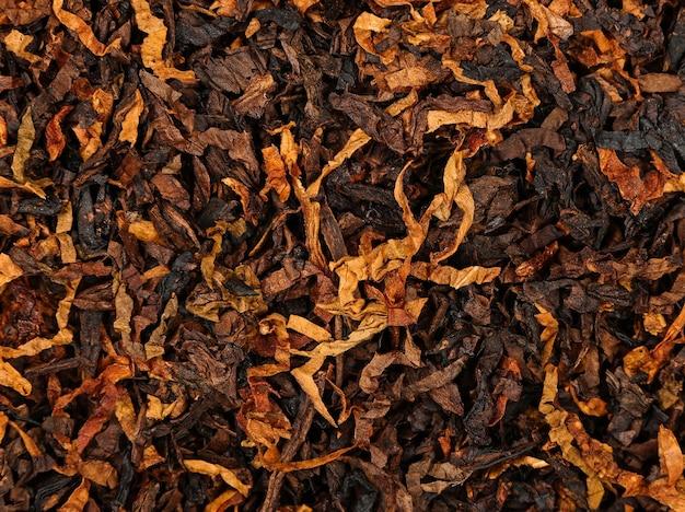 Plano de fundo de close up de mistura de tabaco para cachimbo de corte longo e grosso esfregado, vista superior elevada, diretamente acima