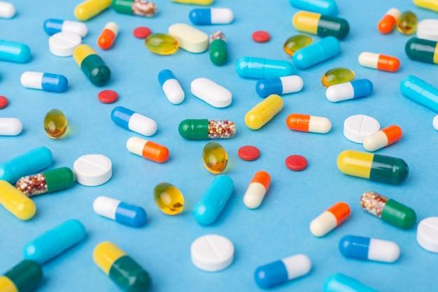 Plano de fundo de diferentes pílulas e cápsulas coloridas