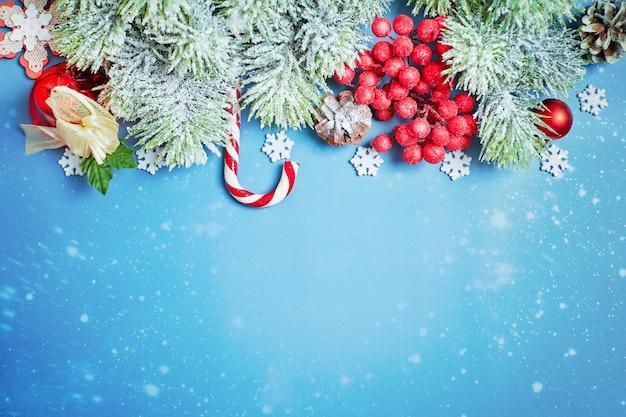 Plano de fundo de natal, celebração, conceito de festa de véspera de ano novo. plano de fundo de ano novo com decorações de ano novo.