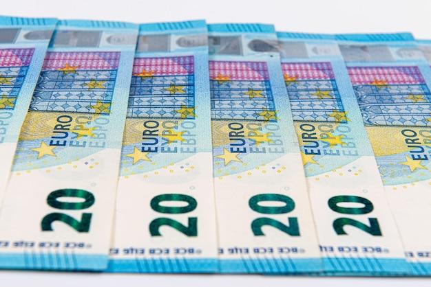 Plano de fundo de notas de 20 euros, notas de euro como parte do sistema econômico e comercial, close-up