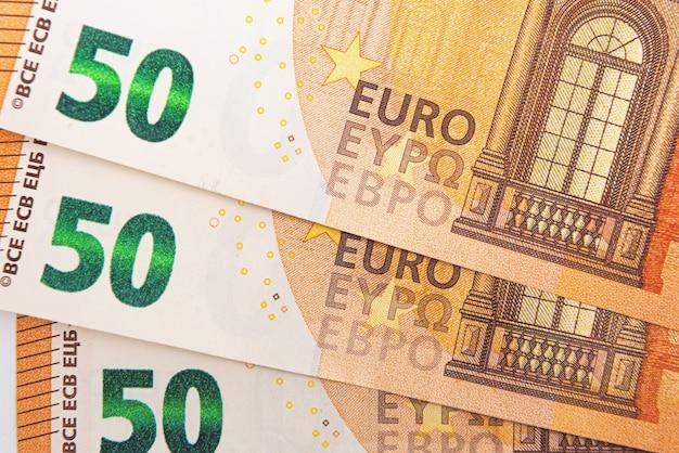 Plano de fundo de notas de 50 euros, notas de euro como parte do sistema econômico e comercial, close-up