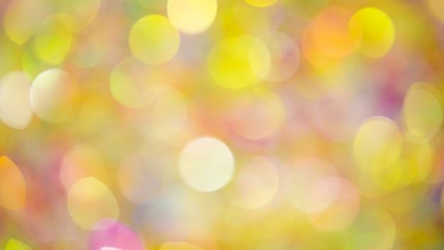 Plano de fundo desfocado de luzes douradas festivas vívidas e desfocadas brilhando intensamente durante a celebração do feriado