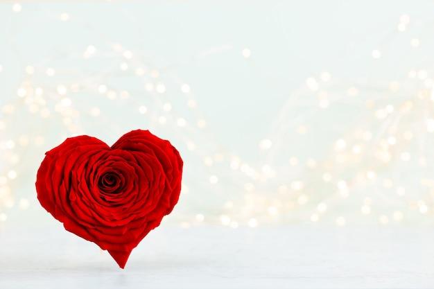 Plano de fundo dia dos namorados com cartões de greating de corações de rosa vermelha