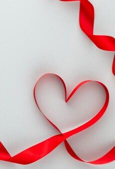 Plano de fundo dia dos namorados com corações de rosa vermelha