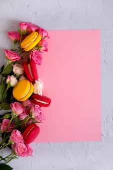 Plano de fundo dia dos namorados. rosas em fundo rosa pastel. dia dos namorados . vista plana leiga, superior, cópia espaço.